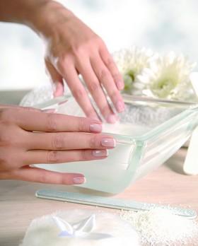 ...рук и ногтей можно получить болезненные заусенцы, ломкость и расслоение ногтей, воспаление ногтевого валика...