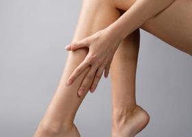 Как быстро снять усталость ног?