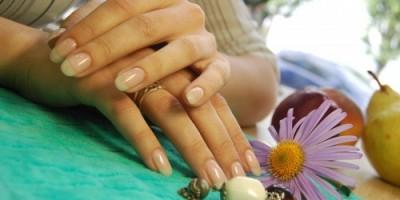 Как укрепить ногти биогелем?