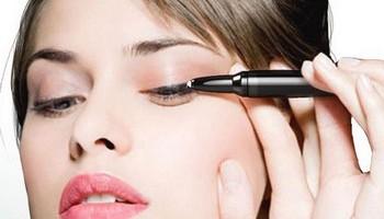 Как научиться правильно красить глаза подводкой?