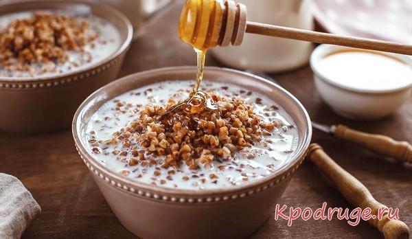 Гречневая каша с кефиром и медом