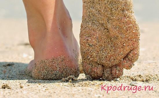 Ступни в песке