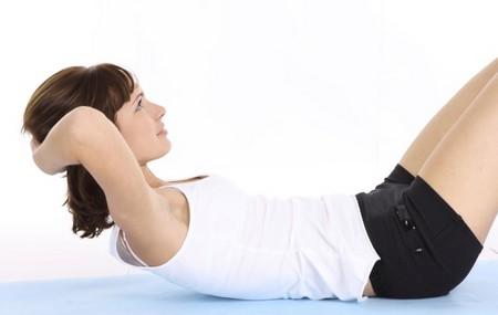 8 упражнений, 8 минут и… идеальный пресс у вас «на ладони»