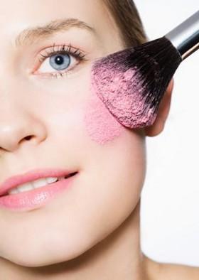 Уроки макияжа: как «наложить» румяна
