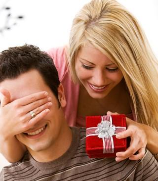 23 февраля: штудируем полки магазинов в поисках подарка