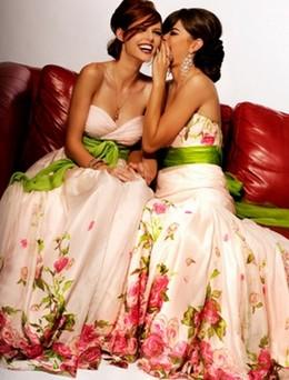 Как выбрать наряд подружке невесты?