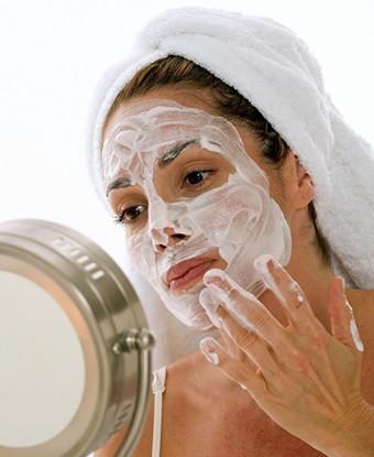 Творог для красоты: делаем маски для лица и волос