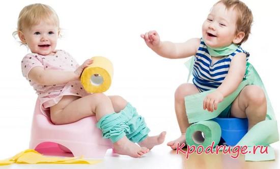 Дети с туалетной бумагой в руках